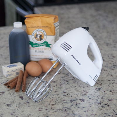 PROCTOR SILEX<sup>®</sup> Durable Easy Mix™ Mixer - This hand mixer offers 5 speeds, beater eject, Bowl Rest™ feature and 125 watts of power.